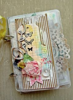 Great way to use the Prima acrylics. By Tania Martyns: Mini Albums