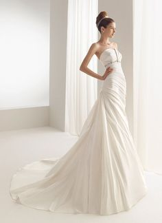 Aire Barcelona Wedding Dress - Bulgaria - (preownedweddingdresses)