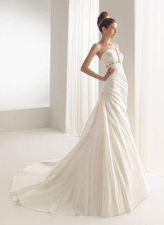 Aire Barcelona Wedding Dress - Bulgaria - (preownedweddingdresses)