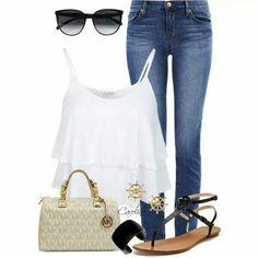 Jeans + top blanco + sandalias negras