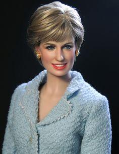 Franklin Mint Princess Di Lady Diana Spencer Doll Repaint by Noel Cruz Fashion Dolls, Celebrity Barbie Dolls, Estilo Real, Diva Dolls, Beautiful Barbie Dolls, Pretty Dolls, Lady Diana Spencer, Princesa Diana, Doll Repaint