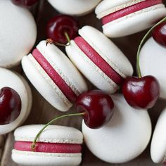 Cheery macarons 🍒 Ouh my…😍 Can't ask for more, can ya? Made with love by 📷Gulnara Fedorova Cheery macarons 🍒 Ouh my…😍 Can't ask for more, can ya? Made with love by 📷Gulnara Fedorova Baking Recipes, Cookie Recipes, Dessert Recipes, Dessert Ideas, Kreative Desserts, 3 Ingredient Desserts, Macaron Flavors, Macaron Filling, Delicious Desserts