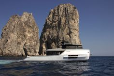 """Spectacular designed Arcadia Sherpa on sea trials. """"Just"""" 17m, but with extensive outside areas and an efficient hull design. Read and see more: https://www.yachtemoceans.com/arcadia-sherpa-sea-trials/ Exterior pictures by Christian Sauer of Drivers Club Germany #yacht #arcadia #sherpa #arcadiasherpa #luxury #luxuryyacht #design #lifestyle"""