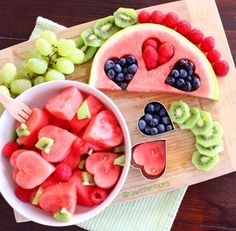 Healthy Valentine's Day Food - Inspiration Board Believe it or not. Valentine's Day is a week away. Here we are thinking about an. Cute Food, Good Food, Yummy Food, Delicious Fruit, Healthy Snacks, Healthy Recipes, Eating Healthy, Healthy Brunch, Brunch Food