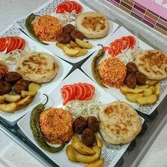 Even a super menu Presentation by My five-minute quickie menu is ready. Plats Ramadan, Fingerfood Party, Food Platters, Home Food, Turkish Recipes, Dinner Dishes, Food Presentation, Food Design, Food Pictures