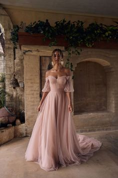Ball Gowns Evening, Ball Gowns Prom, Ball Gown Dresses, Grad Dresses, Formal Dresses, Young Bridesmaid Dresses, Pretty Dresses, Beautiful Dresses, Glamouröse Outfits