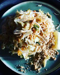 Pad Thai Gai #thaifood Thai Dishes, Thai Recipes, Food, Essen, Thai Food Recipes, Meals, Yemek, Eten