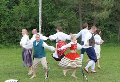 Folk dancing at Seedrioru Midsummer song festival June 2013