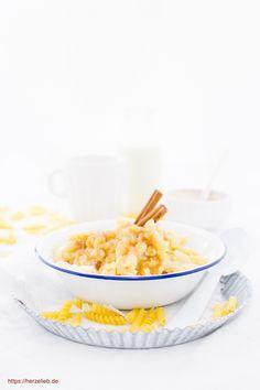 Milch Rezepte, Nudel Rezepte: Rezept für Milchnudeln wie von Oma! Dieses Gericht ist eine Kindheitserinnerung #milch #kinder #nudeln #nudelgerichte #süßspeise #süß #schnell #einfach Snacks Für Party, Baby Food Recipes, Cereal, Food And Drink, Cooking, Breakfast, Sweet, Desserts, Petra