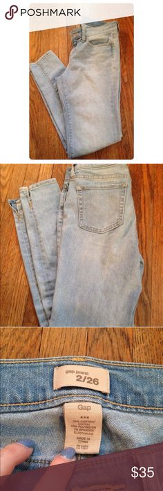 "Gap light wash skinny jeans! These are so cute and look great with everything!! They have only been worn a handful of times! They are slightly cropped at the ankle. They have no holes or stains!! I ship Monday-Friday. ""No trades, holds, or modeling. And no sales outside poshmark."" Price is firm GAP Jeans Skinny"