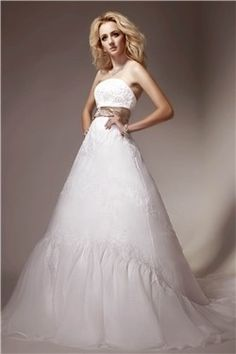 Wunderschöne A-linie trägerlose Brautkleider aus Organza mit Band und Applikation
