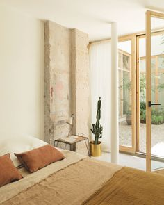 Chez Marie et Gilles, Wonderful House at District of Paris Casa Patio, E Room, Bedroom Styles, Home Bedroom, Decor Interior Design, Interior Inspiration, Home And Living, Interior Architecture, Sleep
