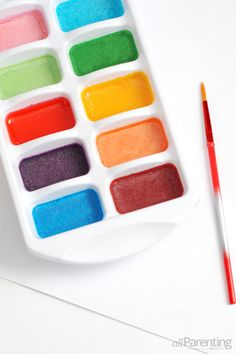 Homemade Watercolors: Made with baking soda, vinegar, cornstarch, corn syrup and food coloring! #DIY