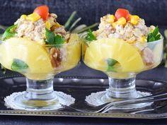 Салат с курицей, грецкими орехами и ананасом — vkusno.co