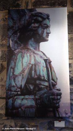 © Jean-Pierre Pérusse / Radical 5  ANGE EST  Jet d'encre sur métal brossé  22,5 X 40 MÉTAL$1200 Facebook Sign Up, Jet, Statue, Painting, Ink, Stone, Paintings, Draw, Sculpture