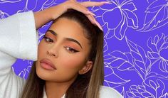 Kylie Jenner's pretty peachy eye makeup look If there's one particular person we commonly stalk for nail artwork inspirations, contouring targets, and Brown Matte Lipstick, Vaseline Lip, Hydrating Lip Balm, Attractive Eyes, Peach Eyeshadow, Coral Blush, Volume Mascara, Eyebrow Pencil, Moisturiser