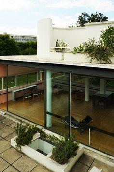 Gallery of AD Classics: Villa Savoye / Le Corbusier - 9 Architecture Bauhaus, Le Corbusier Architecture, Modern Architecture House, Interior Architecture, Poissy France, Villas, Style Villa, Villa Savoye, Design Bauhaus