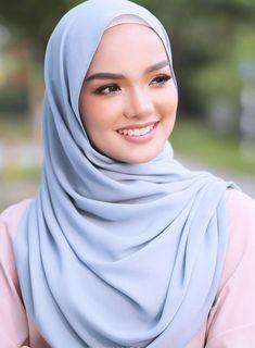 Hijab Niqab, Muslim Hijab, Muslim Girls, Muslim Women, Girl Hijab, Pashmina Scarf, Beautiful Hijab, Hijab Fashion, Hijab Styles