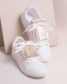 7b0d0b02b159b Ajouter une frange de cuir à ses baskets blanches Customiser Sneakers