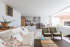 DTR studio architects have designed a single family house for a painter in Gaucín, Costa del Sol, Malaga, Spain. Interior Design Programs, Best Interior Design, Architect House, Architect Design, Journal Du Design, Wooden Doors, White Walls, Interior Architecture, Furniture Design