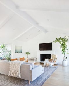 What is mid-century modern design? Mid-century modern living room, home