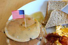 Vor einiger Zeit habe ich mit meiner Freundin Mila ein amerikanisches Frühstück zubereitet. Da durften natürlich auch amerikanische Pancakes nicht fehlen. :)