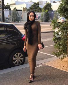 Pin Image by Hijabi Cantik Modern Hijab Fashion, Muslim Women Fashion, Street Hijab Fashion, Hijab Fashion Inspiration, Islamic Fashion, Modest Fashion, Arab Girls Hijab, Girl Hijab, Muslim Girls
