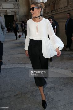 Fotografia de notícias : Olivia Palermo arrives at the Barbara Bui show as...