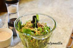 Jak zrobić domowe pesto z rucoli? | Calzonella Guacamole, Pesto, Mexican, Ethnic Recipes, Food, Essen, Meals, Yemek, Mexicans