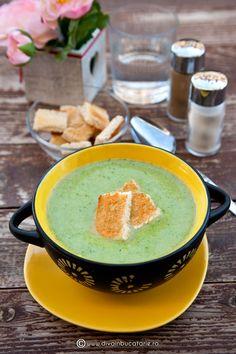 supa-crema-de-broccoli Yummy Food, Tasty, Hummus, Broccoli, Blueberry, Deserts, Food And Drink, Soup, Chocolate