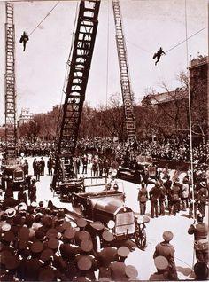 Bomberos en el desfile de Servicios municipales, en 1925