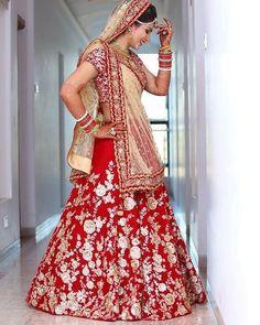 best of indian wedding photography Indian Bride Photography Poses, Indian Bride Poses, Indian Wedding Poses, Indian Bridal Photos, Wedding Photography India, Indian Bridal Outfits, Indian Bridal Fashion, Indian Weddings, Couple Wedding Dress