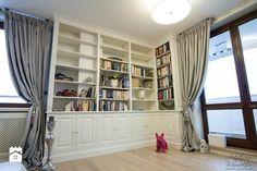 biblioteka narożna w salonie - zdjęcie od Artystyczna Manufaktura - klasyczne meble na wymiar