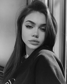 Tumblr Photography, Girl Photography Poses, Cute Girl Photo, Girl Photo Poses, Cool Girl Pictures, Girl Photos, Black And White Girl, Beautiful Girl Makeup, Foto Casual