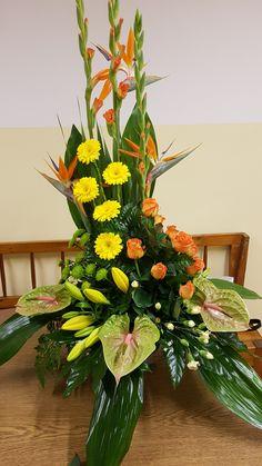 Church Flower Arrangements, Church Flowers, Beautiful Flower Arrangements, Beautiful Flowers, Church Altar Decorations, Florists, Flower Bouquet Wedding, Stairway, Floral Design