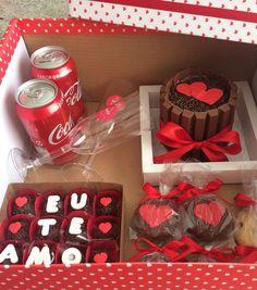 Cupcakes Originales Novio Ideas For 2019 Valentine Day Cupcakes, Birthday Cupcakes, Diy Birthday, Valentines Diy, Birthday Cards, Birthday Gifts, Cupcake Gift, Romantic Surprise, Chocolate Bouquet