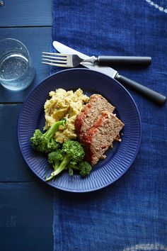 Plus the mashed and whipped potatoes you want to go with them—comfort food heaven. Slow Cooker Recipes, Beef Recipes, Healthy Recipes, Family Recipes, Healthy Oatmeal Breakfast, Breakfast For Kids, Crockpot, Healthy Family Dinners, Easy Dinners