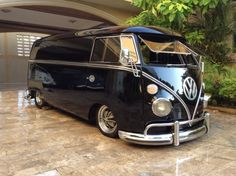 Check out Air-cooled vintage VW Beetles, Ghias and Buses for sale because half the fun in Buying a classic Volkswagen is looking at all the photos and video Volkswagen Bus, Volkswagen Transporter, Bus Camper, Vw Caravan, Campers, Vans Vw, Vw Modelle, Carros Vw, Combi Ww