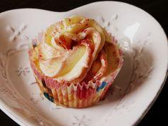 Marmeladen Cupcakes, die sich ganz einfach mit eurer Lieblingsmarmelade machen lassen. So kann man den Geschmack jedes Mal variieren!