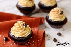 Starbucks-inspired salted caramel mocha cupcakes {A Farmgirl's Dabbles} Cupcake Recipes, My Recipes, Sweet Recipes, Dessert Recipes, Frosting Recipes, Recipies, Favorite Recipes, Salted Caramel Mocha, Salted Caramel Cupcakes