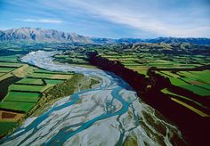 The Rakaia River is in the Canterbury Plains in New Zealand's South Island. The Rakaia River is one of the largest braided rivers in New Zealand. Nz South Island, New Zealand South Island, New Zealand Landscape, New Zealand Houses, Water Waste, Clear Lake, Water Quality, Natural Wonders, Holiday Travel