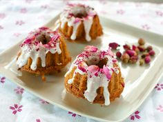 Honey and earl grey teacakes with rose petals (recipe)