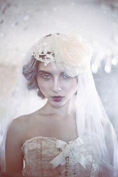 Pre-raphaelite style veil and accessories by @JannieBaltzer ....