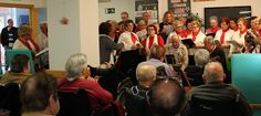 MOTRIL.La alcaldesa de Motril, Flor Almón, junto a los concejales de Servicios Sociales, Gregorio Morales, y Cultura, Francisco Ruiz, acompañan a los integrantes del Coro en sus visitas