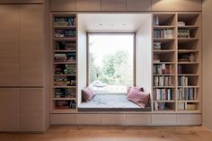Built In Couch, Bookshelves In Bedroom, Bedroom Closet Design, Arched Windows, Interior Design Tips, Apartment Interior, Minimalist Home, Home Fashion, Cozy House