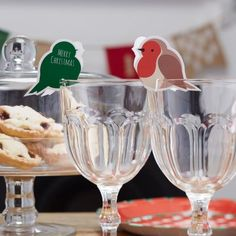 Marque place oiseau noel - Robin Glass Decorations and Name Places - Christmas Bird, Christmas Pudding, Mason Jar Wine Glass, Santa Hat, Decorating Your Home, Unique Gifts, Christmas Decorations, Tableware, Handmade