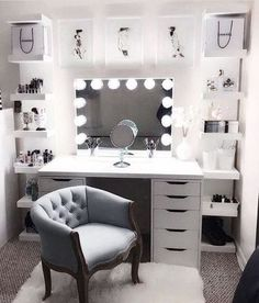 8 Hollywood-Style Makeup Room Ideas for Small Space Makeup Room makeup room ideas - Makeup Ideas Makeup Room Decor, Makeup Rooms, Room Ideas Bedroom, Bedroom Decor, Mirror Bedroom, Bedroom Designs, Wall Mirror, Decor Room, Mirror Shelves