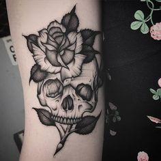 Girly Skull Tattoos, Emo Tattoos, Dream Tattoos, Future Tattoos, Rose Tattoos, Black Tattoos, Body Art Tattoos, Tattoo Drawings, Small Tattoos
