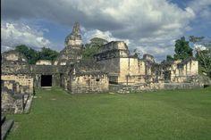 Patio del Palacio Maler, Tikal, Petén, Guatemala Tikal, Maya Photo, Patio, Mansions, House Styles, City, Maya Civilization, Ancient Architecture, Ruins