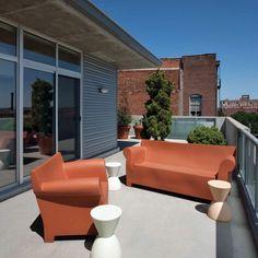 Contemporary Modern Balcony Garden Bungalow Design Ideas: Modern-patio-furniture-Patio-Contemporary-with-beams Modern Couch, Modern Chairs, Outdoor Sofa, Outdoor Decor, Custom Home Designs, Custom Homes, Balcony Furniture, Outdoor Furniture Sets, Modern Balcony